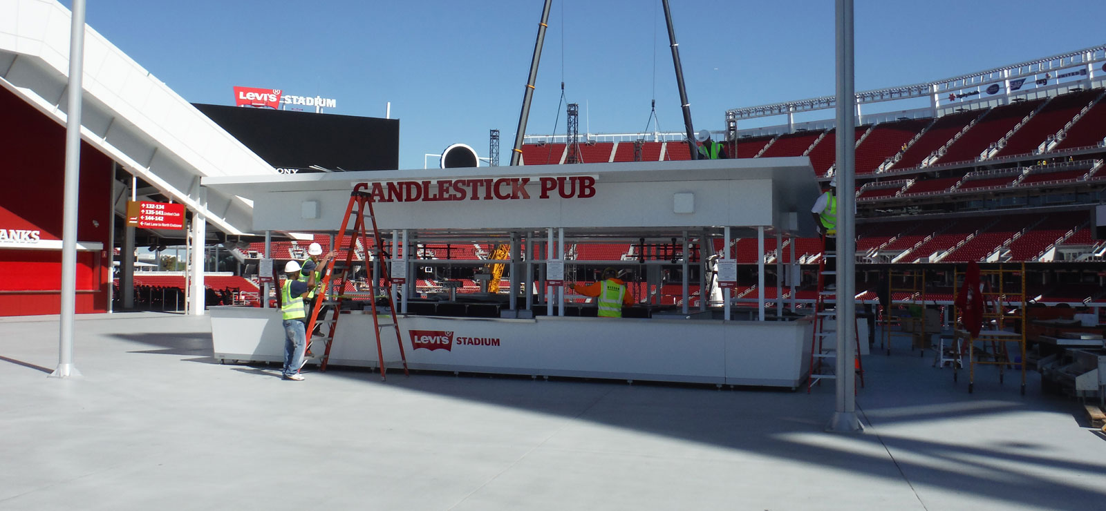 Candlestick Pub at Levi